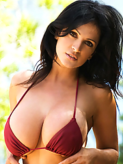 Denise Milani 15 pictures