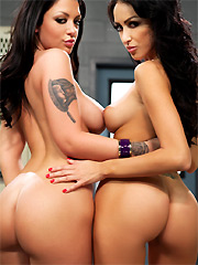 Melina Mason seduces Breanne Benson in the locker room
