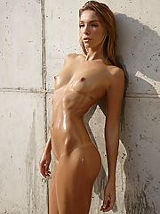 Alluring Amber shows off her hot nude body in the shower
