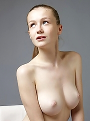 Emily Bloom 16 pictures