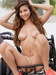 All natural busty pornstar with a stunning body